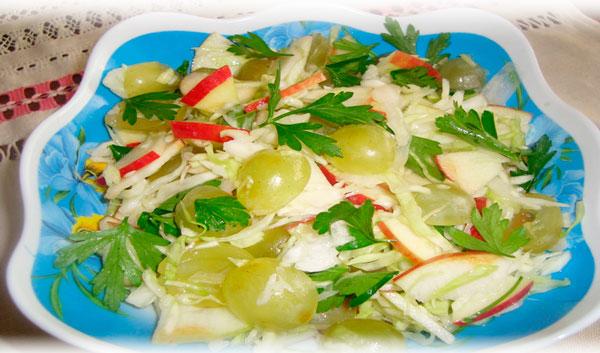 Салат из винограда и яблок