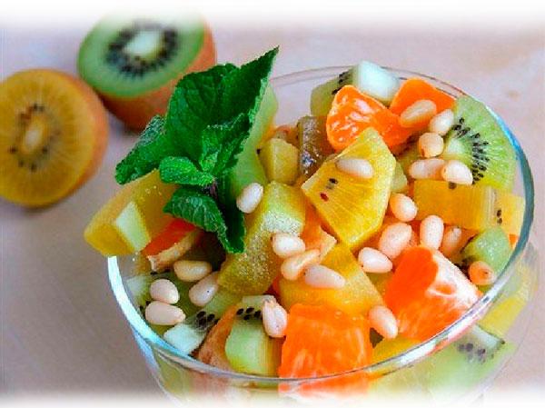 Фруктовый салат из киви и апельсина